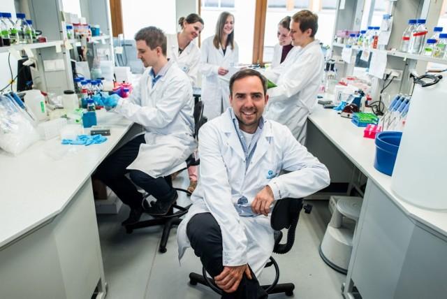 Dr Sebastian Glatt - jeden z trzech laureatów grantu Consolidator z Polski