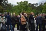 Zielona Góra. Ostatnie pożegnanie Zbigniewa Kuczmy na nowym cmentarzu przy ulicy Wrocławskiej. Nad grobem krążyły samoloty