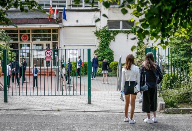 Egzamin ósmoklasisty 2021: język polski. ARKUSZ CKE + ODPOWIEDZI