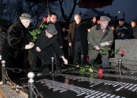 Bliscy pomordowanych w skupieniu uczestniczyli w uroczystości.