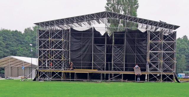 Zaawansowana jest  budowa scen, gdzie wystąpią największe gwiazdy