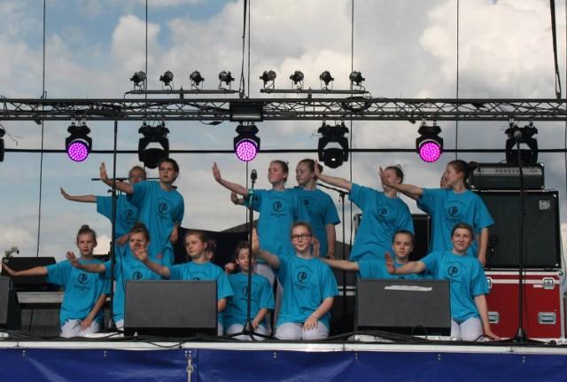 Młodsze i starsze grupy z formacji tanecznych Mini Reaktywacji i Reaktywacji Żory