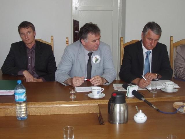 Podczas wczorajszej konferencji, Janusz Piechocki odpowiadał na zarzuty ze strony radnych opozycji