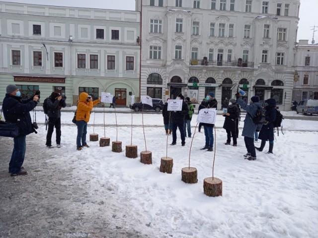 Protest w obronie masowej wycinki drzew podczas rewitalizacji linii kolejowej Cieszyn - Goleszów