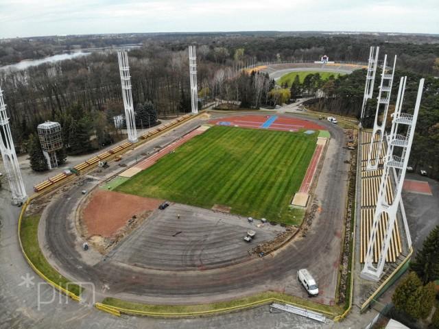 Obecnie na stadionie głównym położonym przy ulicy Warmińskiej trwa budowa nowej nawierzchni bieżni, rozbiegu do rzutu oszczepem, dwóch skoczni do skoku wzwyż oraz rzutni do rzutu dyskiem i młotem.