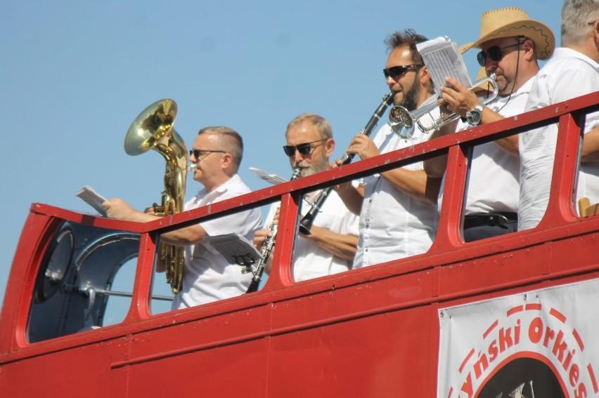 Krotoszyński OrkiestroBus koncertował w Krotoszynie, Lutogniewie, Kobiernie i Biadkach [ZDJĘCIA + FILMY]
