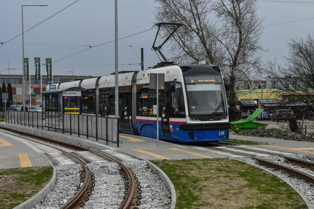 W sobotę 29 sierpnia tramwaje ponownie pojadą ul. Nakielską w Bydgoszczy. Ze względu na remont torowiska od 25 lipca na odcinku od węzła Garbary do pętli Wilczak ruch tramwajowy był wstrzymany.   Czytaj dalej >>