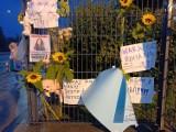 Na bramie przed szpitalem w Wałbrzychu mieszkańcy zostawili kartki z poparciem dla prezydenta, ale byli tu także jego przeciwnicy