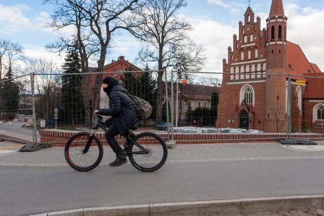 """Ścieżka z ul. Bernardyńskiej jest niezgodna z dokumentem """"Standardy techniczne wykonawcze dla infrastruktury rowerowej w Bydgoszczy"""""""