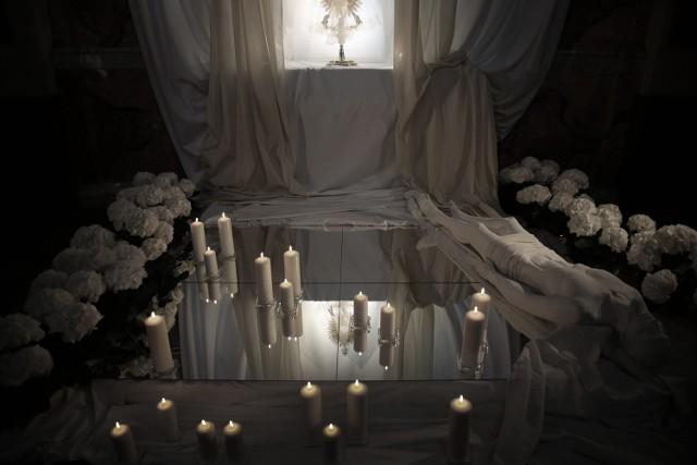 W Grobie Pańskim u Pijarów znalazła się m.in. utworzona z luster  sadzawka Siloe - ta, przy której Chrystus uzdrowił niewidomego