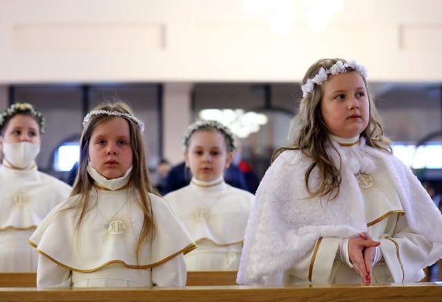 Dzieci z parafii Miłosierdzia Bożego w Piotrkowie I Komunię Świętą przyjęły w niedzielę, 2 maja, a 3 maja wzięły udział we mszy świętej
