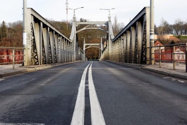 Działania związane z podniesieniem mostu mają ruszyć w tym roku. Najpierw w planach jest budowa mostu tymczasowego. Kiedy nim pojedziemy?