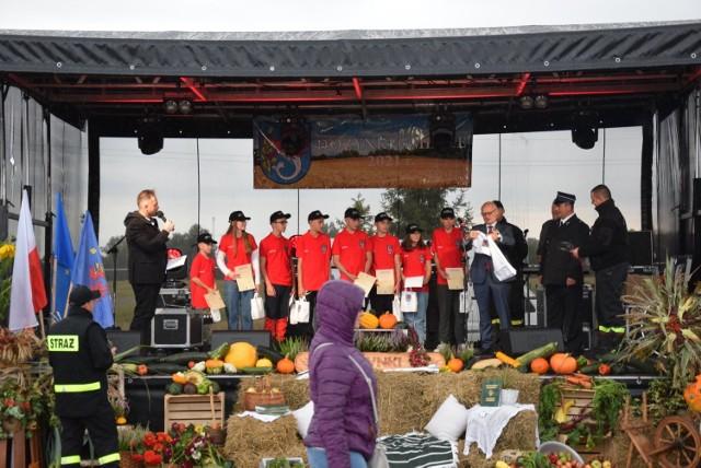 W sobotę odbyły się dożynki gminne w Trzebielinie. Po mszy i oficjalnych wystąpieniach, zorganizowano zabawy dla dzieci, odbyły się konkursy, występy. Mieszkańcy mogli korzystać ze stoisk.