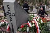 Gdańsk: 11. rocznica katastrofy smoleńskiej. Uroczystości na Cmentarzu na Srebrzysku i w miejscach pamięci poświęconych ofiarom