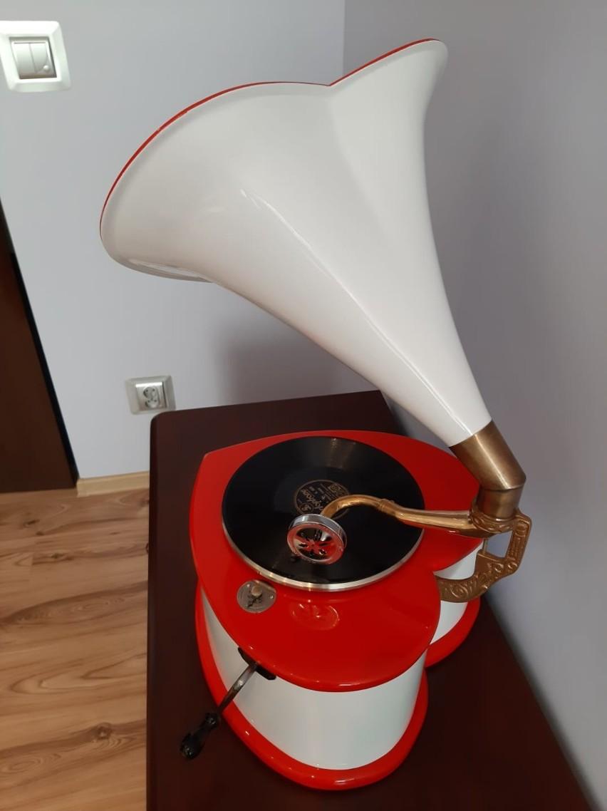 Gramofon w kształcie serca jest do wylicytowania na stronie...