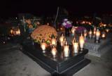 Zaduszki 2019: Cmentarz św. Piotra w Gnieźnie  wieczorem