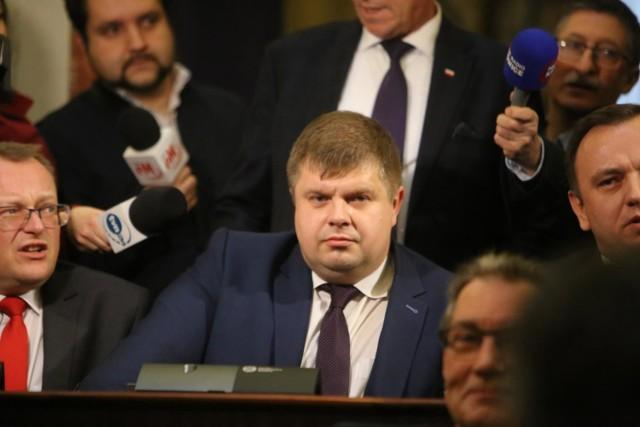 Wojciech Kałuża, wicemarszałek śląski, w listopadzie 2018 roku przeszedł z Nowoczesnej na stronę PiS i umożliwił PiS-owi objęcie władzy w województwie.