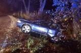 Frydrychowice. Nocny wypadek na ulicy Wadowickiej. Samochód rozstrzaskał się o drzewo [ZDJĘCIA]