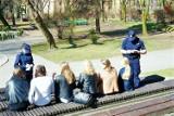 E-wagary w Rybniku. Zostańcie w domach! Policja patroluje ulice, skwery, place zabaw