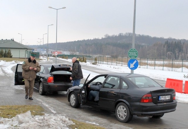 Palili opony na granicy. Przejście drogowe w  Hrebennem było zablokowane