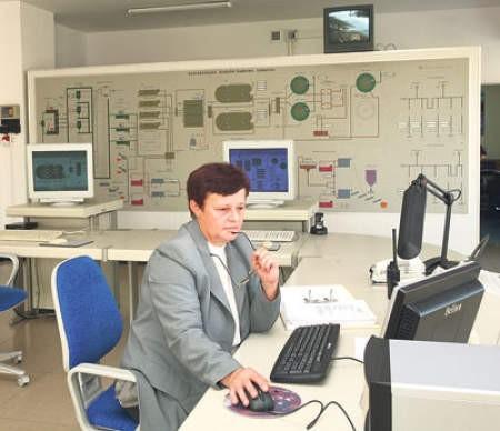 Maria Michalska, mistrz do spraw gospodarki ściekowej, będzie wkrótce pracowała w nowocześniejszej centralnej dyspozytorni Oczyszczalni Ścieków Centrum.