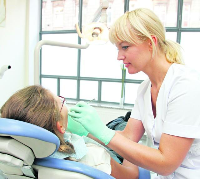 Wielu krakowskich uczniów chodzi do dentysty tylko w szkole