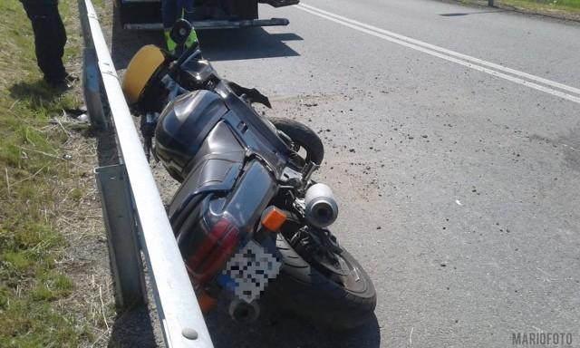 Motocyklista z obrażeniami trafił do szpitala.