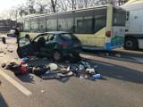 Groźny wypadek na DK86 przy IKEA w Katowicach. Zderzył się TIR, bus i 5 samochodów osobowych