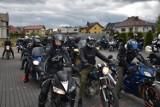 Rozpoczęcie sezonu motocyklowego w Kościerzynie 2021. Miłośnicy jednośladów przejechali ulicami miasta [ZDJĘCIA]