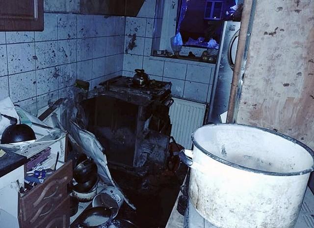 W kamienicy, gdzie doszło do wybuchu, interweniowało osiem jednostek straży pożarnej.   Zobacz kolejne zdjęcia. Przesuwaj zdjęcia w prawo - naciśnij strzałkę lub przycisk NASTĘPNE