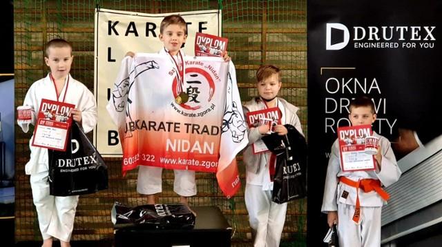 Reprezentanci Klubu Karate NIDAN Zielona Góra w Bytowie sięgnęli po kolejne trofea.