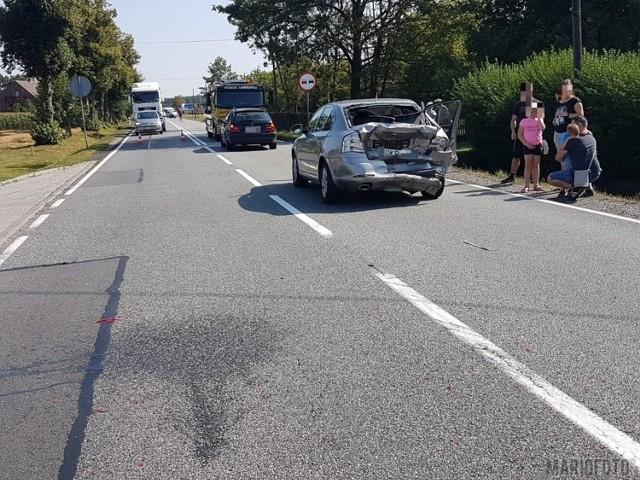 Na DK 45 w Jełowej zderzyły się trzy samochody. Jedna osoba jest poszkodowana.