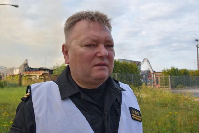 Adama Serafin podczas gaszenia wielkiego pożaru firmy Opak i w roku 2011, gdy komenda otrzymała sztandar