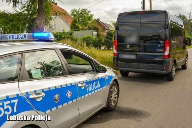Policja z Krosna Odrzańskiego zatrzymała mężczyznę, który uciekał samochodem ukradzionym na terenie Niemiec.