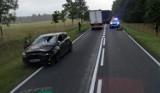 Kierowca seata zderzył się z jeleniem i dachował. Stargardzka policja szuka świadków wrześniowego wypadku