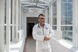 Dr med. Paweł Rajewski: - Ci, którzy się nie szczepią przeciw Covid-19, grają w ruletkę z własnym zdrowiem i życiem