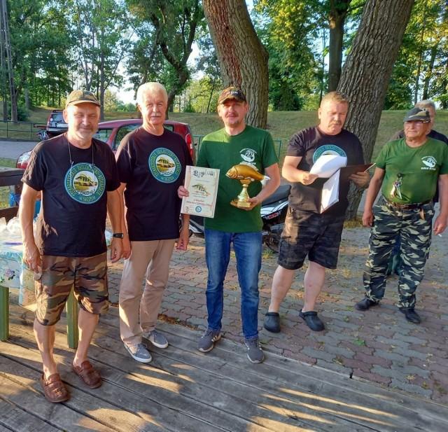 W Skępem odbyły się zawody zorganizowane przez Stowarzyszenie Okoń dla zaprzyjaźnionych kół PZW. W zawodach nad Jeziorem Małym wystartowali wędkarze ze Skępego, Lipna, Rypina i Dobrzynia nad Wisłą.