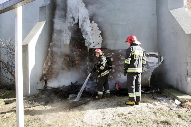 Pożar kamienicy przy ulicy Chojnowskiej w Legnicy