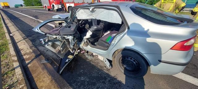 Nad autostradą A2 zderzyły się samochód osobowy i ciężarowy