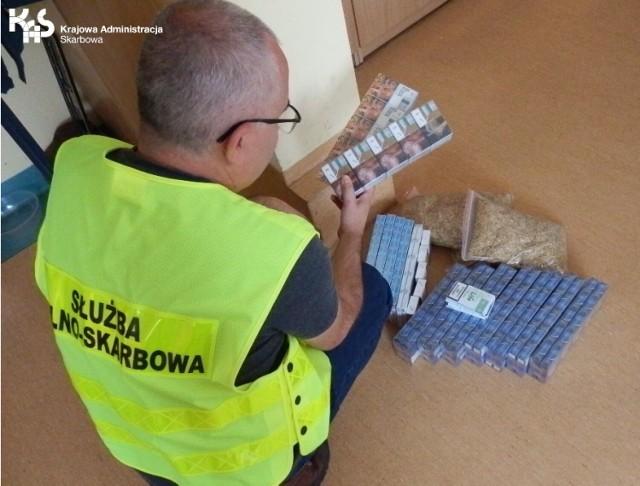 Nielegalny towar został zatrzymany, a dalsze czynności w sprawie, będą prowadzone przez Pomorski Urząd Celno-Skarbowy w Gdyni.