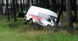 """Bus wypadł z """"berlinki"""" i uderzył w drzewo. Ranne cztery osoby. Droga krajowa 22 Chojnice - Czersk zablokowana"""