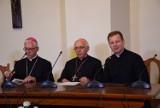 """Biskupi debatowali na Jasnej Górze. Namawiają, by zgłaszać """"demoralizujące"""" treści pojawiające się na zajęciach szkolnych"""