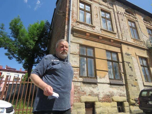 Dziadek Wojciecha Butschera na podwórku tej kamienicy 100 lat temu montował samochody Ford. Teraz mieszkaniec mówi: Nie wierzę, że w sądeckim sądzie mam jakiekolwiek szanse na wygraną z tymi ludźmi. Wkrótce mogę wylądować na bruku