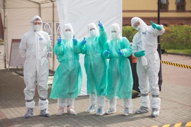 Testy na koronawirusa w wybranych krajach