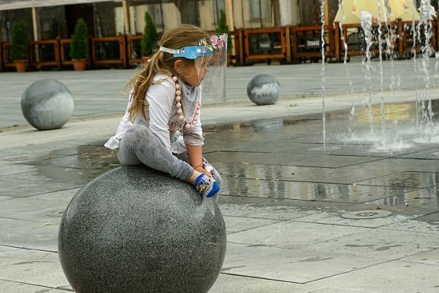 Pomimo braku wyraźnych objawów zakażenia małe dzieci mogą przyczyniać się do rozprzestrzeniania COVID-19