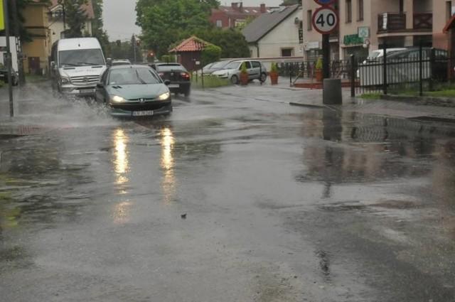 Przebudowywana ulica prowadzi m.in. z centrum miasta na lotnisko w podkrakowskich Balicach