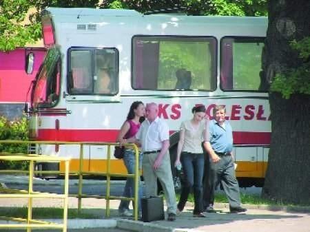 – My musimy wszystkich zatrudnić legalnie, utrzymać dworzec, z którego korzystają też pasażerowie prywatnych przewoźników – mówi Stanisław Cempura.   FOT. BERNARD ŁĘTOWSKI