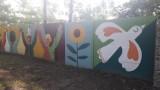 Oświęcim. Miasto Pokoju ma mural w Parku Pokoju. Konkurs oświęcimskiego magistratu wygrała Anna Wardęga-Czaja. ZDJĘCIA