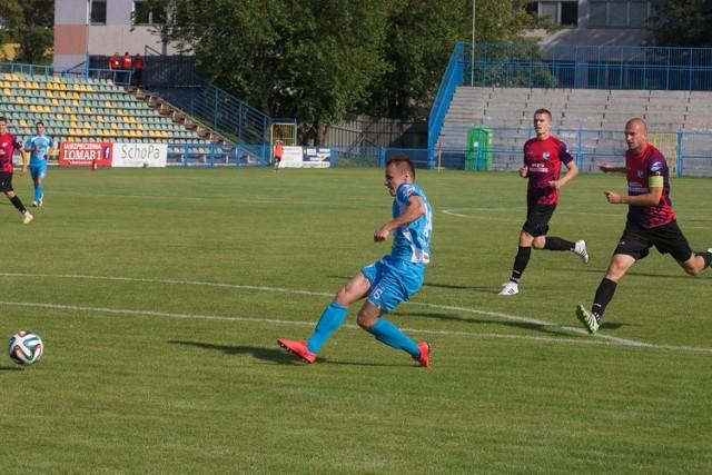 Pierwszego gola strzela Radosław Wiśniewski.