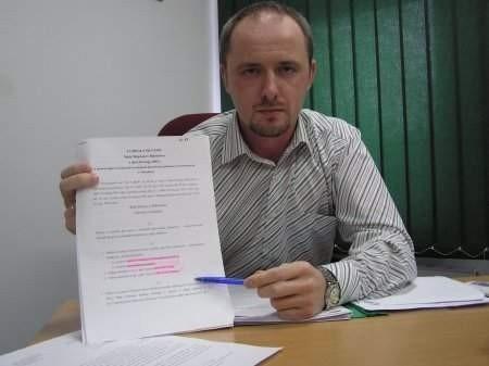 - Niektórzy z nich już teraz mają problemy z regulowaniem opłat - mówi Piotr Kania.    FOT BERNARD ŁĘTOWSKI